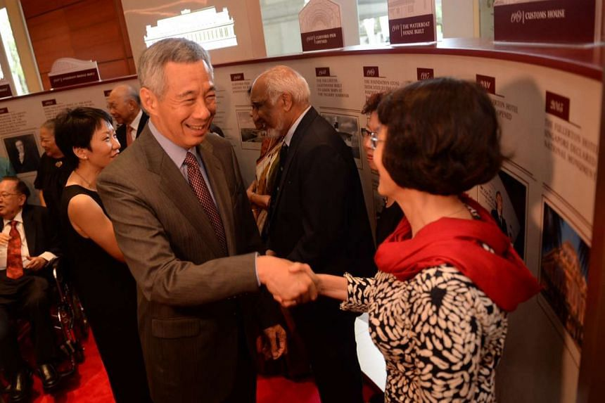PM Lee Hsien Loong meeting some of the special guests at the tour of the Fullerton Stories Exhibition on Dec 7, 2015.
