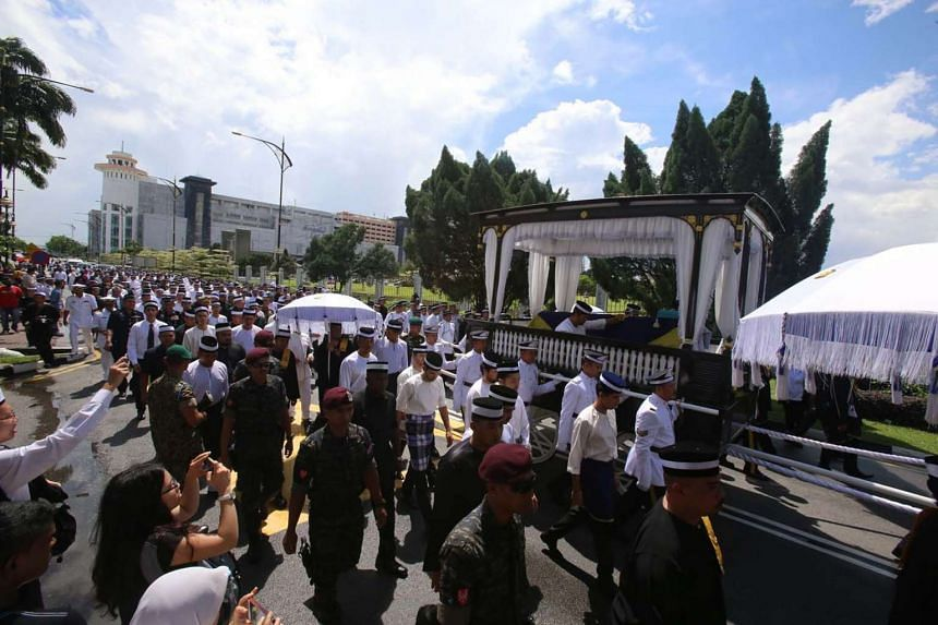 The 3km procession for Tunku Abdul Jalil  was led by his father, Johor ruler Sultan Ibrahim Sultan Iskandar, and members of the royal family. The hearse was pulled by 30 Johor Military Force soldiers.