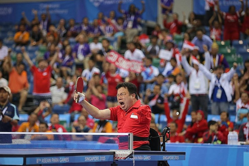 Jason Chee failed to conjure up a sixth straight win over Thailand's Natthawut Thinathet despite being roared on by the OCBC Arena crowd and had to settle for silver