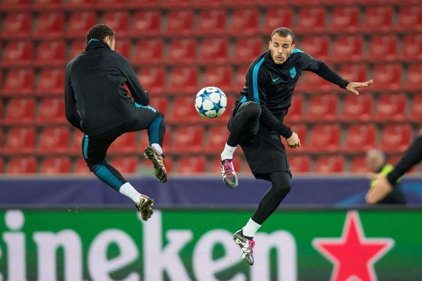 Barcelona's Neymar (left) and Sandro Ramirez during a training session in Leverkusen.