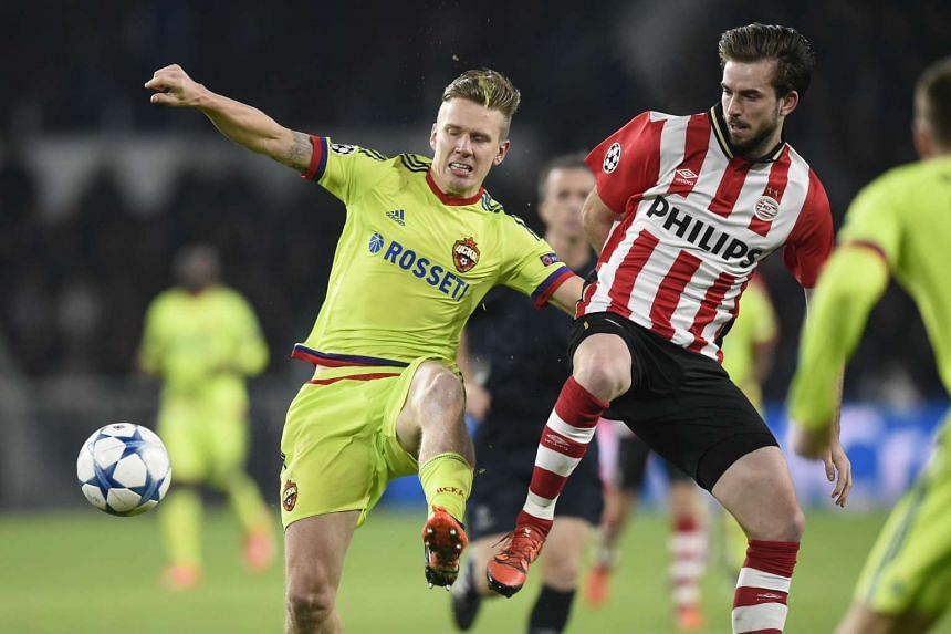 CSKA Moscow's Pontus Wernbloom (left) vies with PSV Eindhoven's Davy Propper.