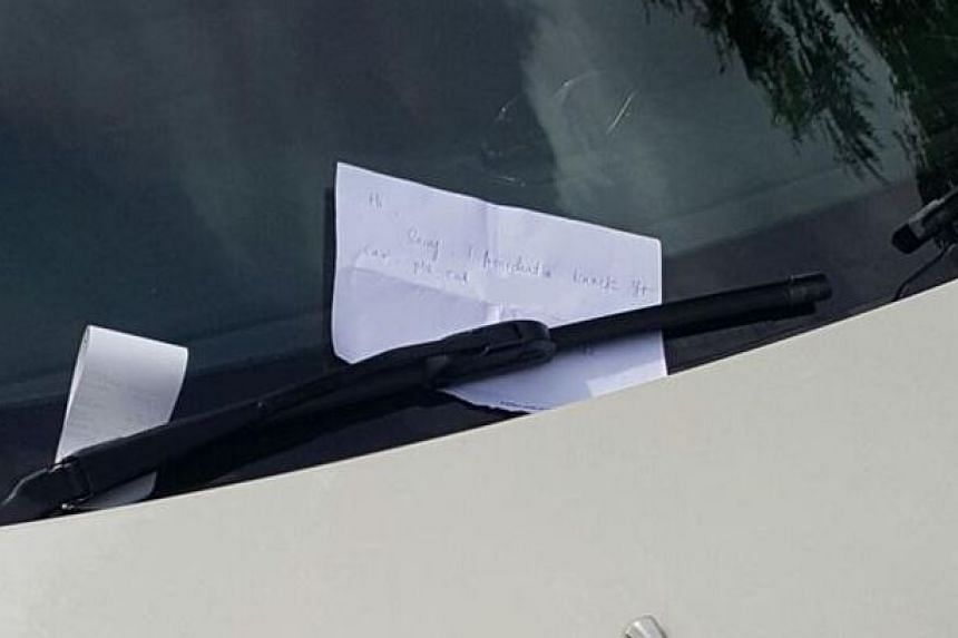 The note left by Christopher Lee on the sports car's windshield.