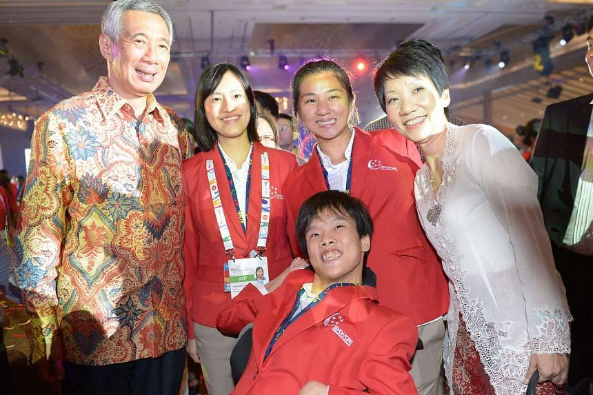 Prime Minister Lee Hsien Loong (left) and Minister Grace Fu (right) pose for a photo at the Asean Para Games closing ceremony.