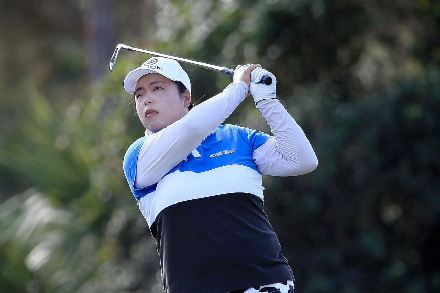 Feng Shanshan hit the ball well but did not get close enough to the hole.