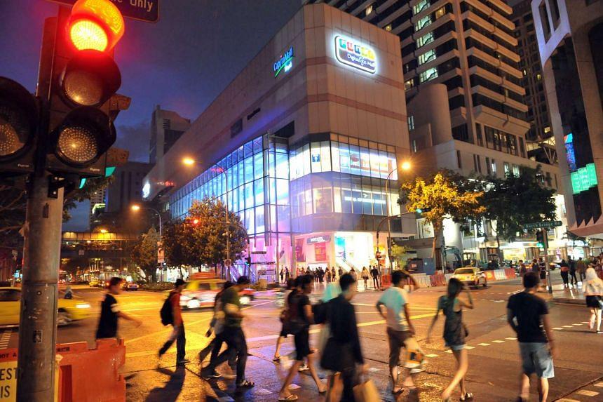 Pedestrians crossing the road opposte Funan DigitaLife Mall in 2010.