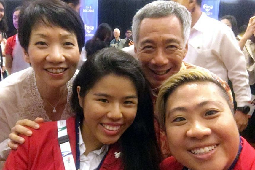 Theresa Goh (bottom right) with fellow swimmer Yip Pin Xiu, Minister for Culture, Community and Youth Grace Fu and Prime Minister Lee Hsien Loong at the closing ceremony.