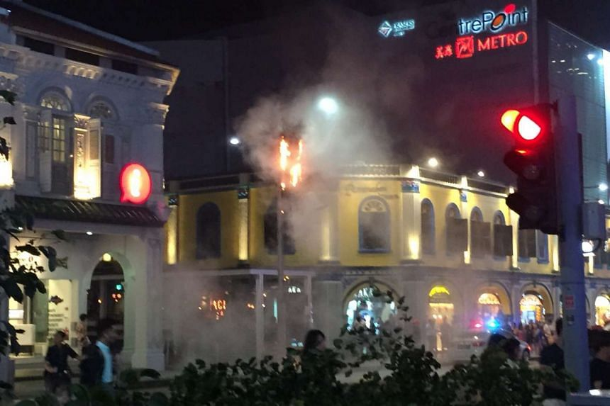 On Thursday (Dec 10) night, a piece of decoration tied to a street lamp outside Peranakan Place caught fire.
