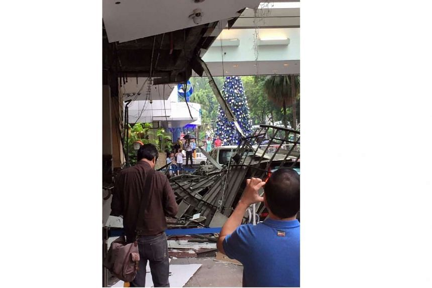 The ceiling of the Hilton hotel driveway collapsed on Dec 13, 2015.