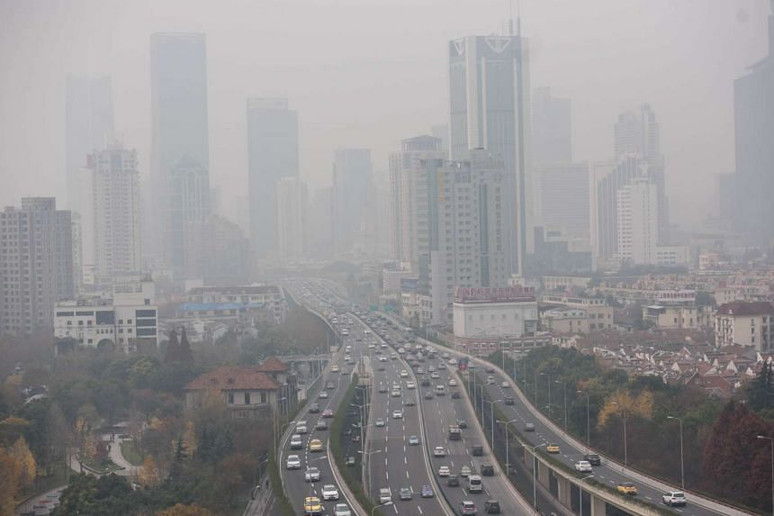 Heavy pollution hangs in the air over elevated motorways in Shanghai on Dec 15, 2015.