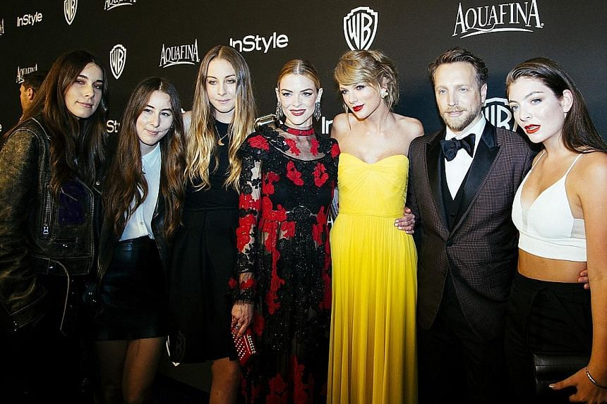 Taylor Swift (middle,in yellow) with (from far left) the three Haim sisters, Jaime King, Ariel Foxman and Lorde