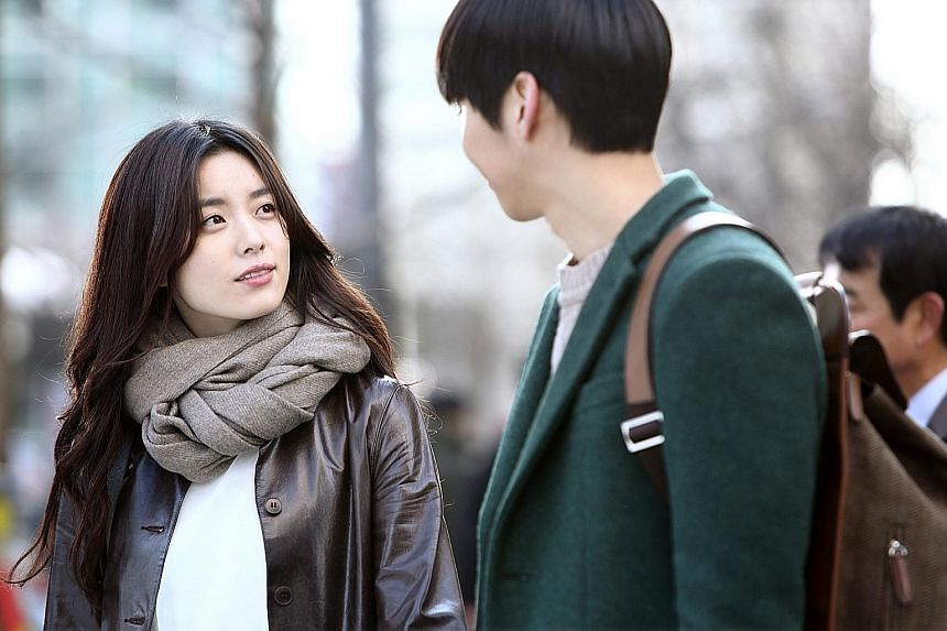 A man who wakes up each day to find himself in a different body is resigned to his fate until he meets the beautiful Hong E Soo (Han Hyo Joo, above).
