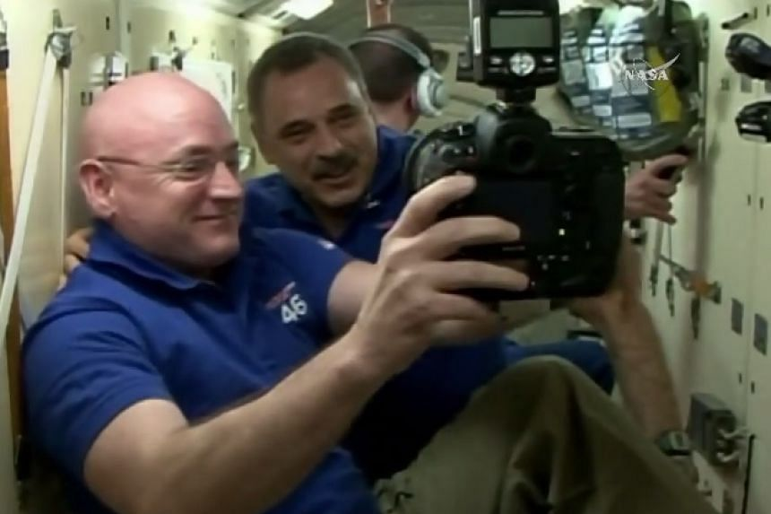 The current crew of the ISS wait to open the hatch.