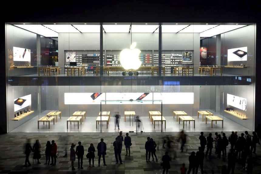 People stand outside before the official opening of the second official Apple Store in Chengdu, Sichuan province, on Nov 20, 2015.