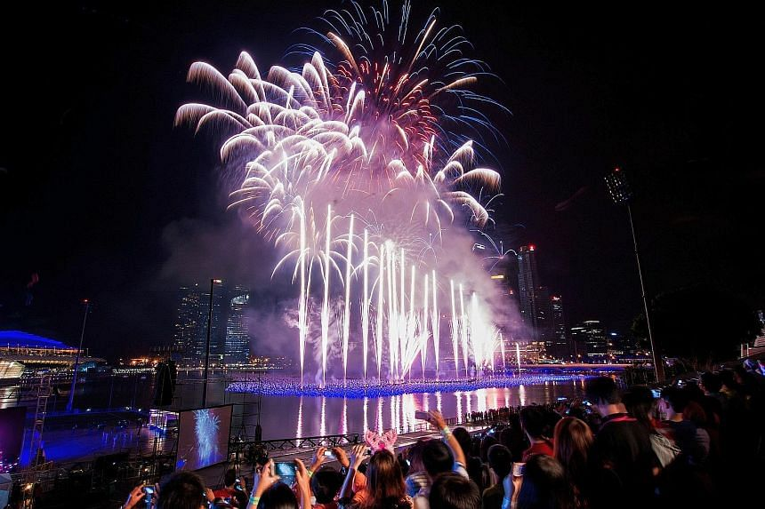 Live it up this New Year's Eve at Mediacorp's Celebrate 2016 countdown party at The Float @ Marina Bay.