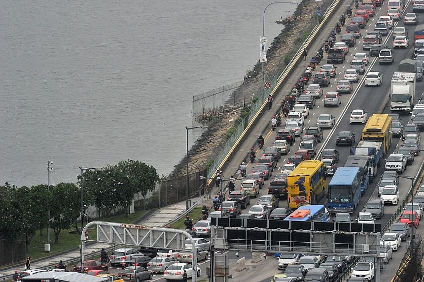 The traffic situation at the Causeway around 6pm yesterday. People walking into Singapore via the Woodlands Checkpoint last night told The Straits Times that they did not experience long waiting times, clearing Customs in half an hour, unlike on Thur