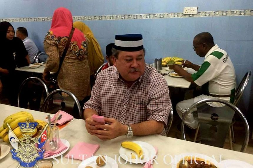 Sultan Ibrahim Sultan Iskandar sat with the other diners at Restoran Ansari and ordered roti prata and other dishes.