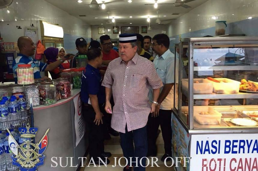 Sultan Ibrahim Sultan Iskandar also treated the diners at the coffee shop.