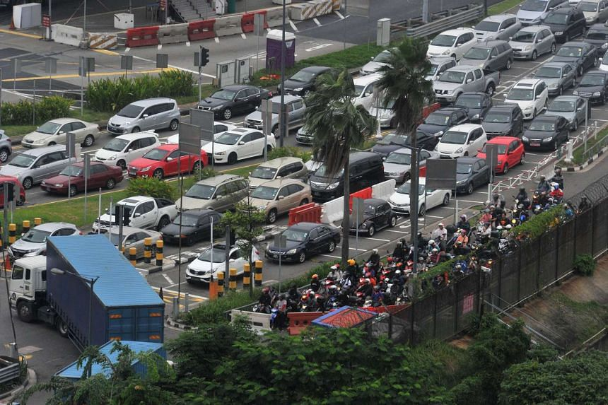 Massive traffic jam at the Woodlands checkpoint on Dec 18, 2015.