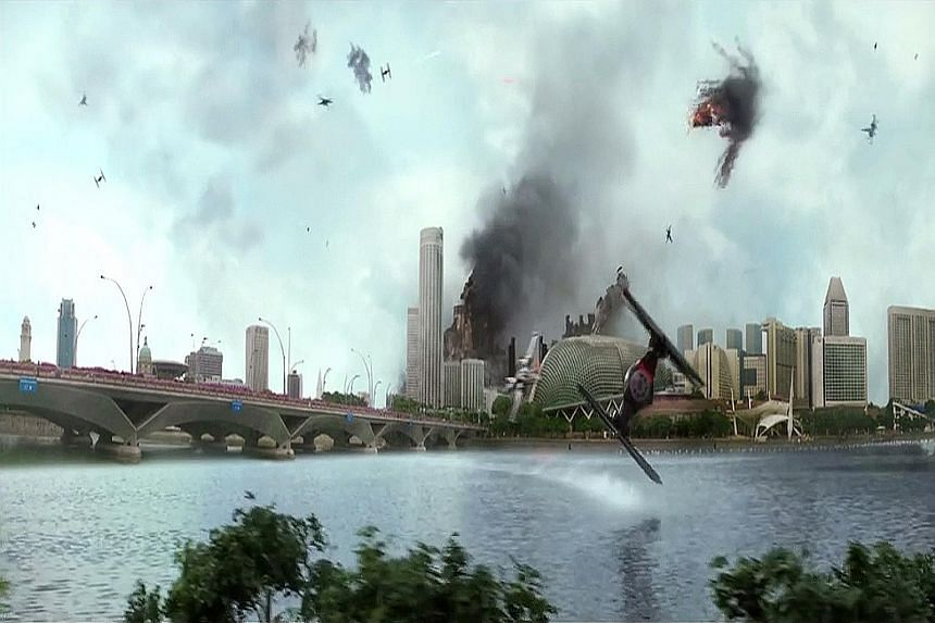 Star Wars fanboy Livan Goh took the soundtrack and special effects from the original trailer of The Force Awakens and added Singapore backdrops to various scenes.