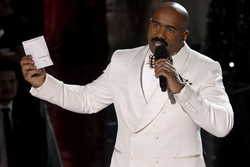 Steve Harvey speaking to the audience after Miss Colombia Ariadna Gutierrez was crowned Miss Universe on Dec 20, 2015.