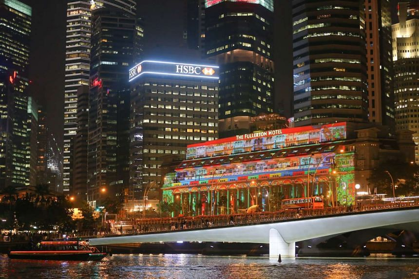 3D light projection on the facade of The Fullerton Hotel.