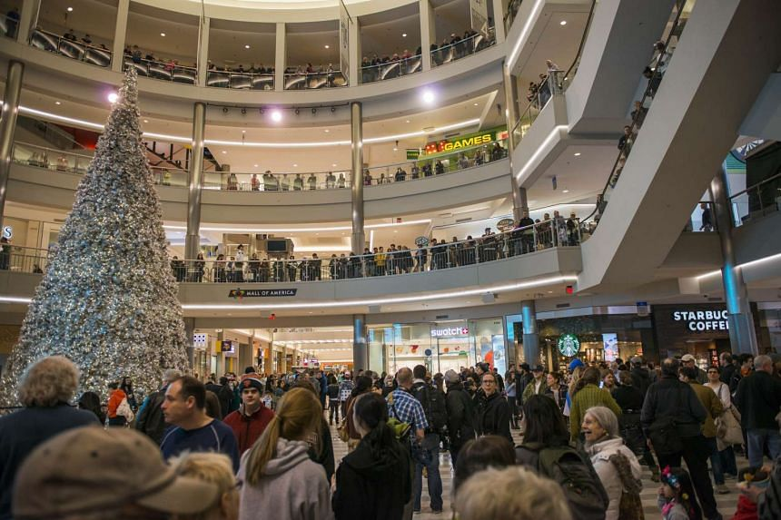 Mall goers and police waiting for the planned Black Lives Matter demonstration at the Mall of America on Dec 23, 2015, in Bloomington, Minnesota.