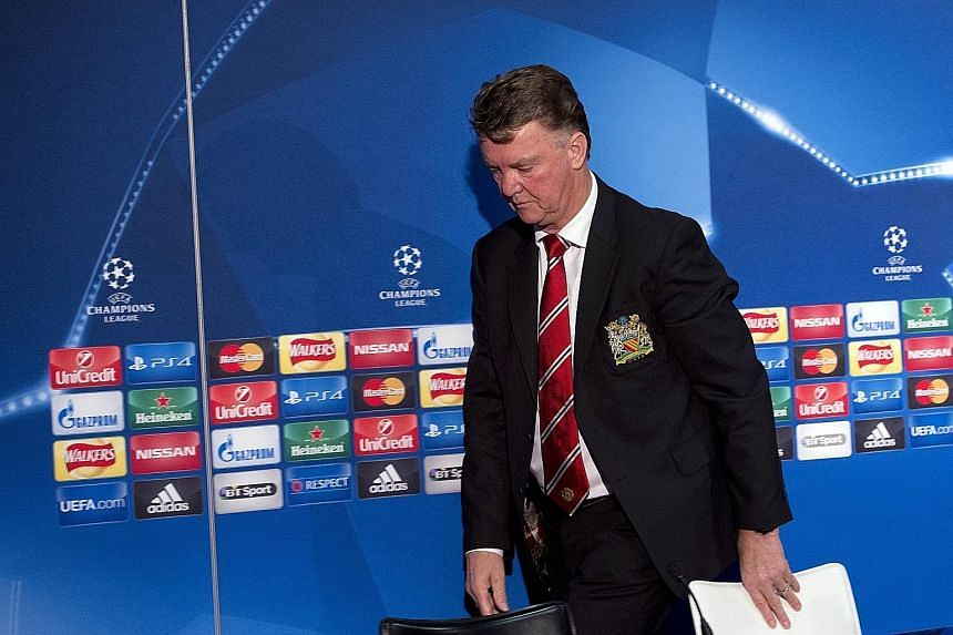 Louis van Gaal is not pleased during his press conference, and insists that he still has the support of his players, staff and the board, contrary to media reports that say he is already sacked.
