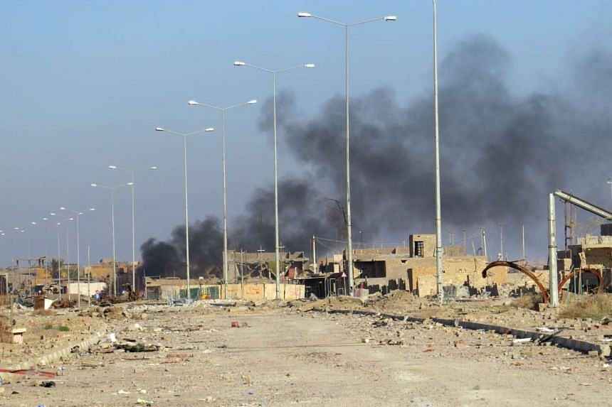 Smoke billows from Ramadi's Hoz neighbourhood during an Iraqi military operation against ISIS in the city, on Dec 27, 2015.