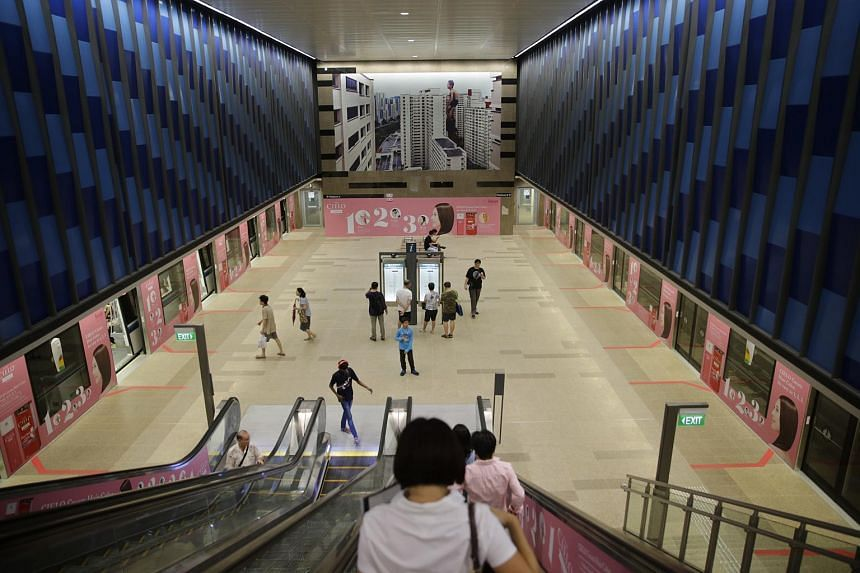 Commuters making their way to the platform at Bukit Panjang station of Downtown Line 2 on Dec 27, 2015.