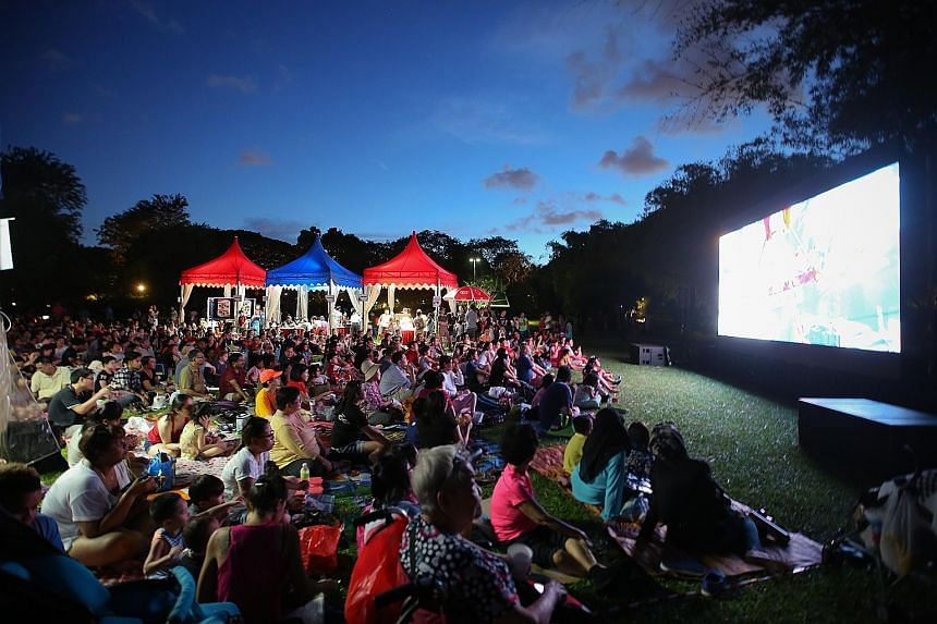 Tanjong Pagar GRC and Radin Mas SMC rounded off the nation's jubilee year with a family event yesterday - a movie screening for more than 1,000 people at the Singapore Botanic Gardens' Eco Lake.