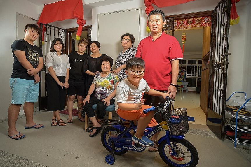 Neighbours Leong Yoke Lin (left) and Lai Su-Cheng chose to move into the same block in Teban Gardens Road after their old block on the same road was selected for Sers. Madam Idy Loo (fourth from left), her sister Ida (fifth from left), and their moth