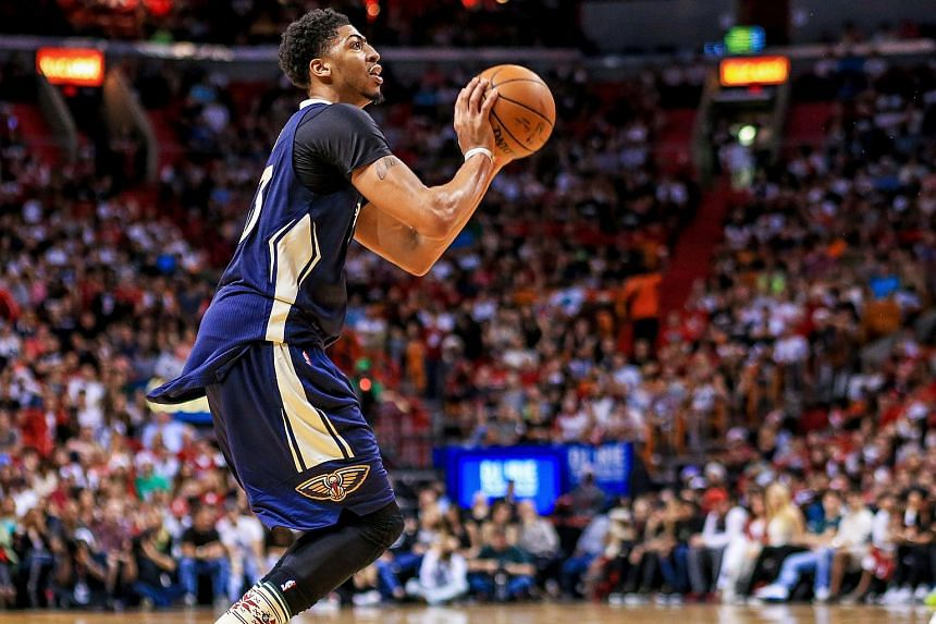 Anthony Davis #23 of the New Orleans Pelicans shooting during a game against the Miami Heat on Dec 25, 2015, in Miami, Florida.