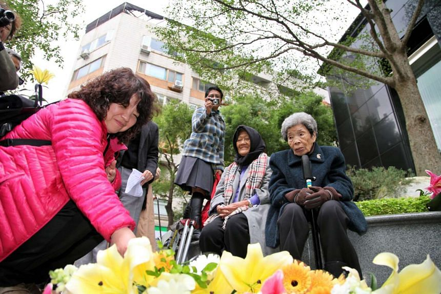 Former Philipine comfort woman, Estelita B. Dy (second right), and former Taiwan comfort woman, Cheng Chen-tao (right), commemorating deceased comfort women outside Japan's representative office in Taipei on Dec 10, 2012.