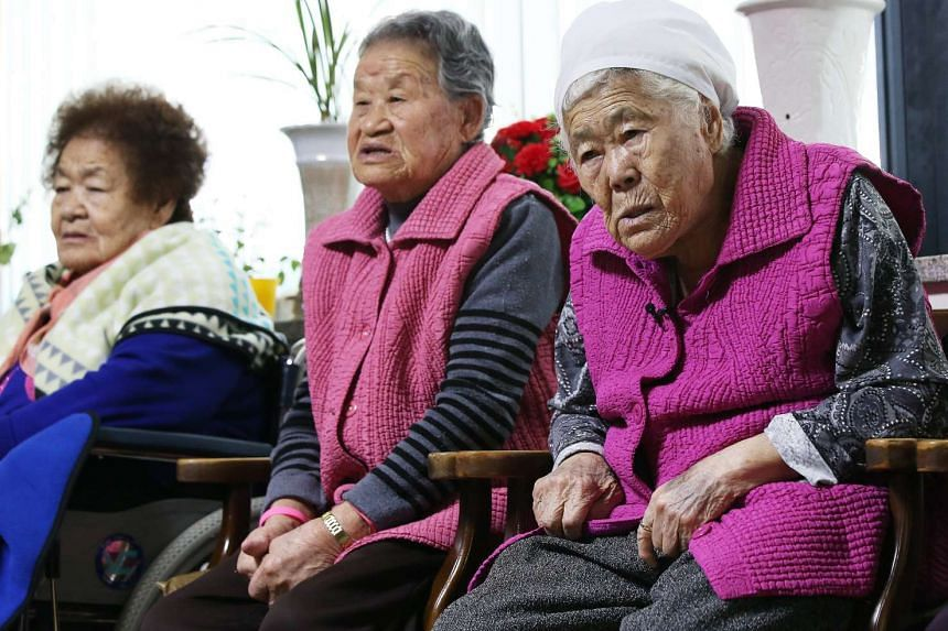 "Former South Korean ""comfort women"" watching a news report at a special shelter for them, in Gwangju, South Korea, on Dec 28, 2015."