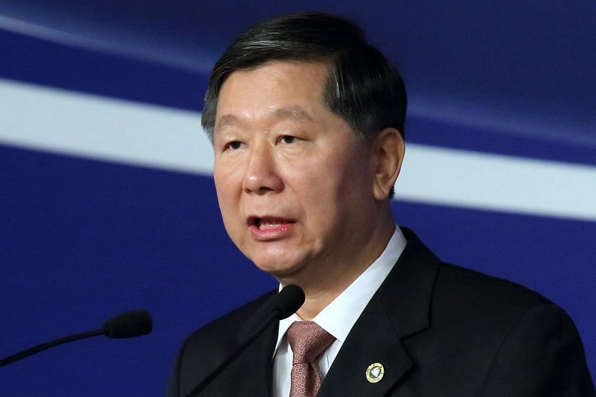 Shang Fulin, chairman of the China Banking Regulatory Commission, speaks at the Lujiazui Forum in Shanghai on Jun 29, 2013.