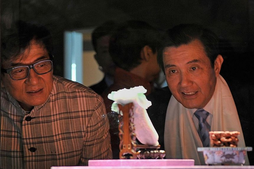 """Taiwan's President Ma Ying-jeou (right) and movie star Jackie Chan checking out the """"jadeite cabbage"""" sculpture at the new National Palace Museum in Chiayi yesterday."""