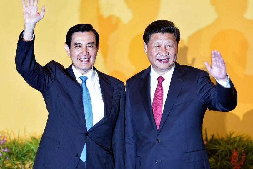 Chinese President Xi Jinping (right) and Taiwan President Ma Ying-jeou wave to journalists before their meeting in Singapore.