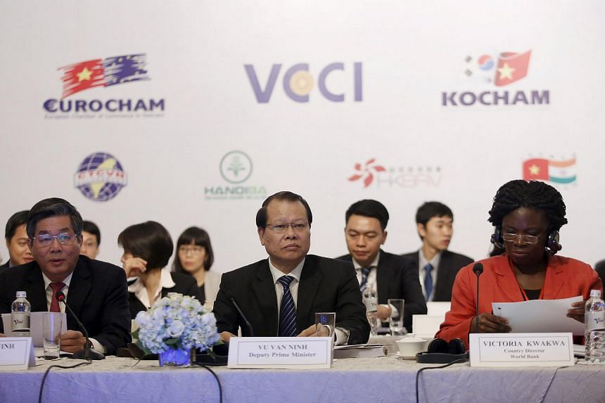 Vietnam's Deputy PM Vu Van Ninh (centre), Planning and Investment Minister Bui Quang Vinh (left) and World Bank's Vietnam Director Victoria Kwakwa (right) attend the 2015 annual Vietnam Business Forum in Hanoi on Dec 1.
