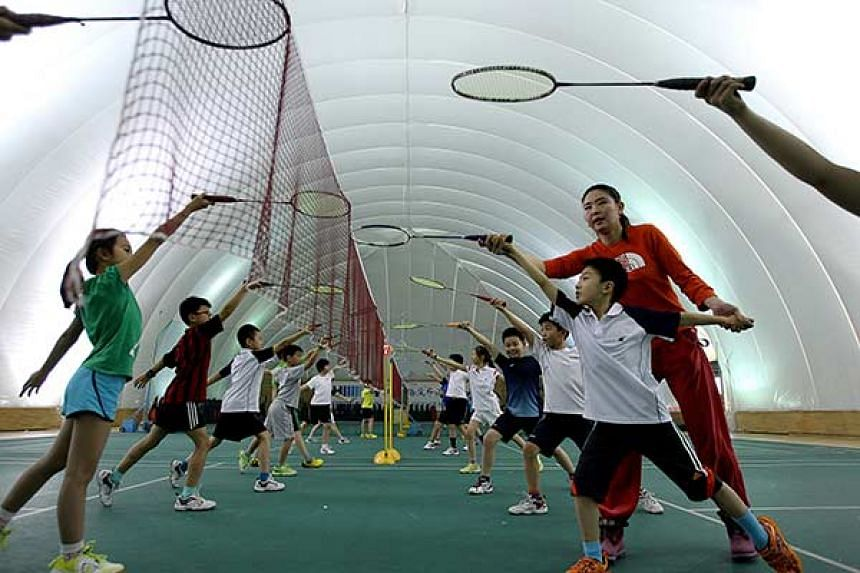 Students at Beijing Haidian Foreign Language Shiyan School attend a physical education class in a plastic dome that shuts out dirty air.