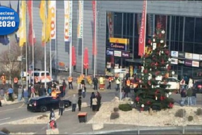 A caller threatened to detonate a bomb at the shopping centre in Pratteln.