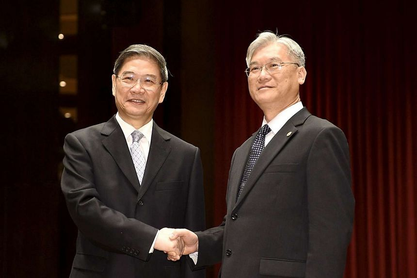 China's Taiwan Affairs Office head Zhang Zhijun (left) shaking hands with Taiwan's Mainland Affairs Council chief Andrew Hsia in Kinmen on May 23.