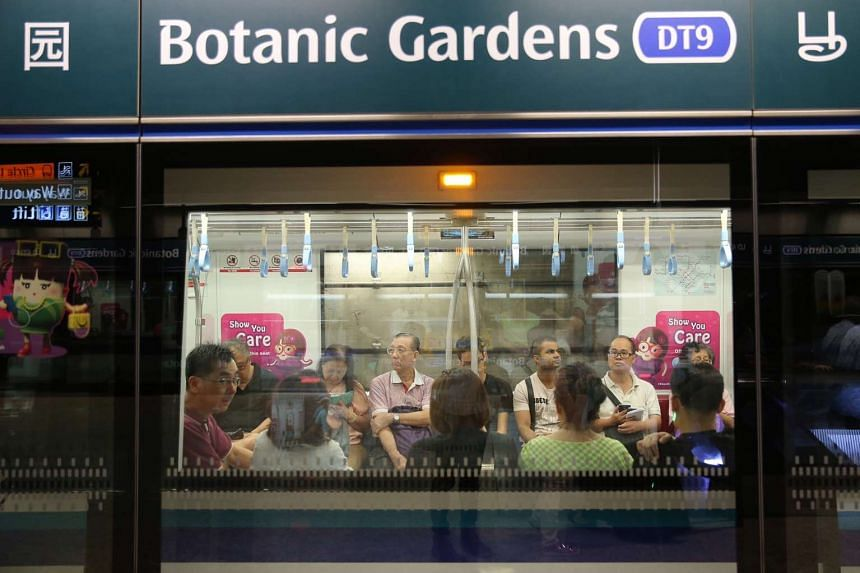 A train was stuck at Botanic Gardens station for 15 minutes after its doors failed to close.