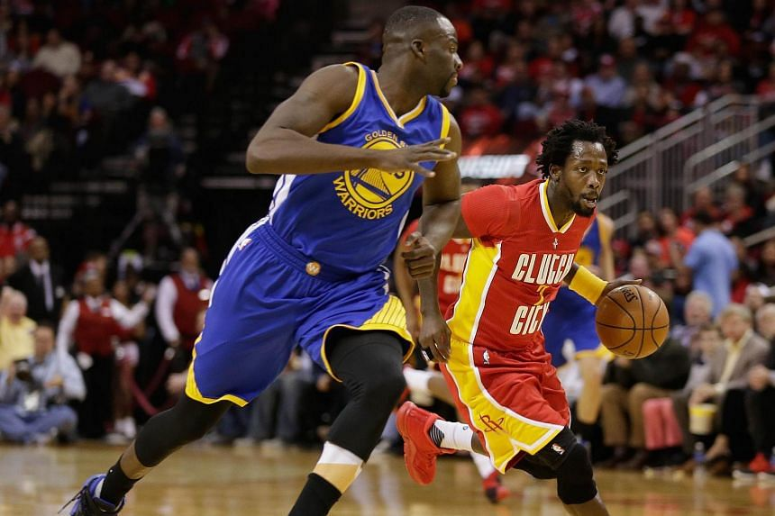 Patrick Beverley #2 of the Houston Rockets drives around Draymond Green #23 of the Golden State Warriors.