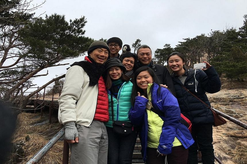PM Lee Hsien Loong posing for a photo with a Singaporean family he met at Mount Seorak National Park while he was on vacation in South Korea earlier this month. This marks Mr Lee's first personal trip to South Korea, after several official visits.