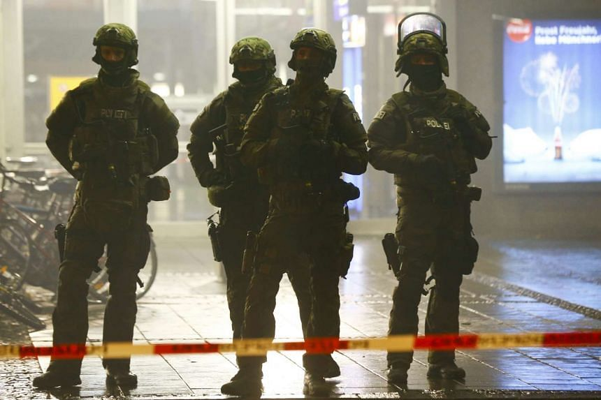German police secure the main train station in Munich on Jan 1, 2016.
