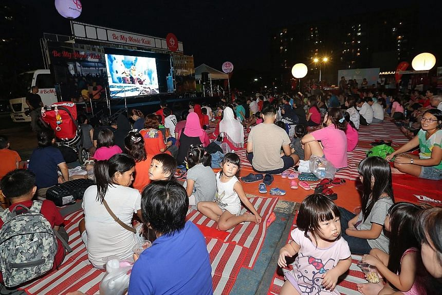 Hundreds of residents turned up last night for the Movie Bus' maiden screening of a short film by local students followed by the animated family movie Minions. The outdoor screening was held in a field in Ang Mo Kio Avenue 8.