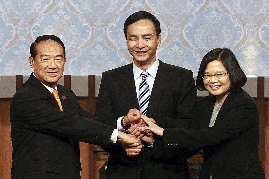 Presidential candidates (from left) James Soong of the People First Party, Eric Chu of the Kuomintang and Tsai Ing-wen of the Democratic Progressive Party before a televised debate in Taipei last Sunday.