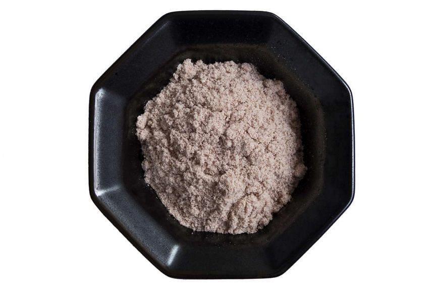 Unpolished red rice flour