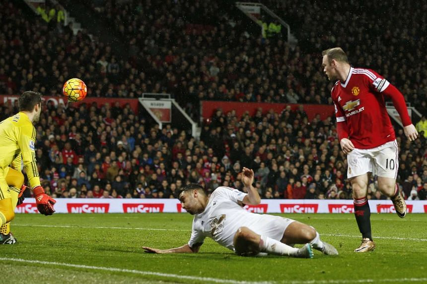 Rooney scores the second goal for Manchester United.