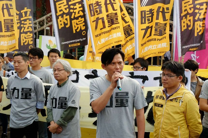Members of the New Power Party protesting against the summit between Chinese President Xi Jinping and Taiwanese President Ma Yingjeou on Nov 4, 2015.